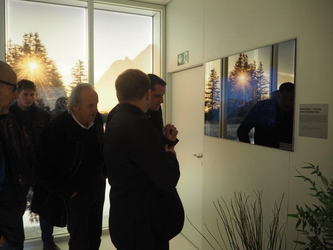 17-Besuch-Lieferanten-GlasTrosch-Spionspiegel-mit-TV