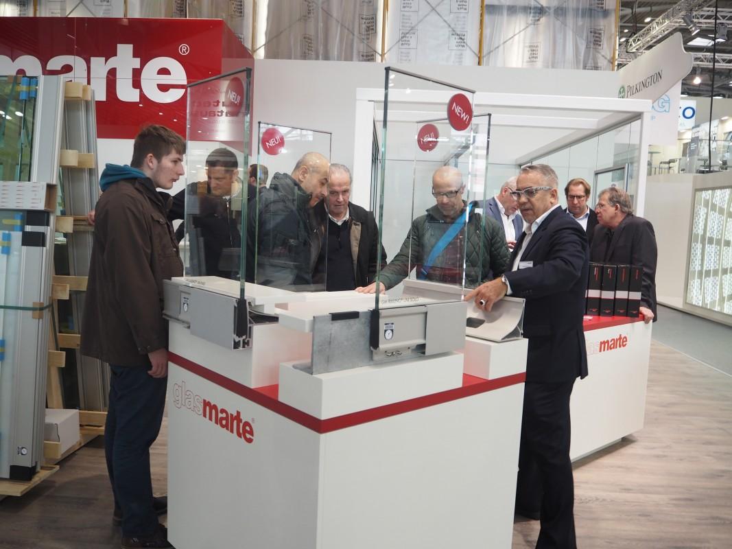 252-Besuch-GlasMate-GMRaliningSystem-Balkonverglasung-BAU-Messe-Glas-Rampp-GmbH-Augsburg