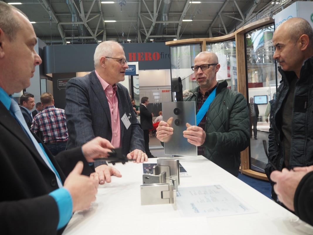 27-Besuch-Lieferanten-SpiegelThomas-Neuheit-Bander-BAU-Messe-Glas-Rampp-GmbH-Augsburg